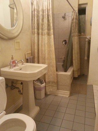A L'Etoile de Rosie: Bathroom