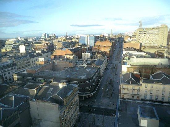 Premier Inn Glasgow City Centre Buchanan Galleries Hotel : Sauchiehall Street in the sunshine from 11th floor room
