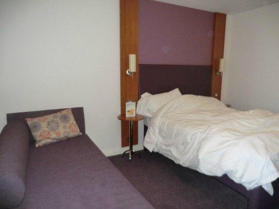 Premier Inn Glasgow City Centre Buchanan Galleries Hotel : Bedroom - super comfy bed