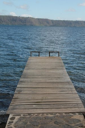 San Simian Eco Lodge: Perfect dock for jumping off of!