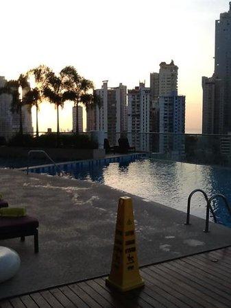 Hard Rock Hotel Panama Megapolis: piscine le matin !!!