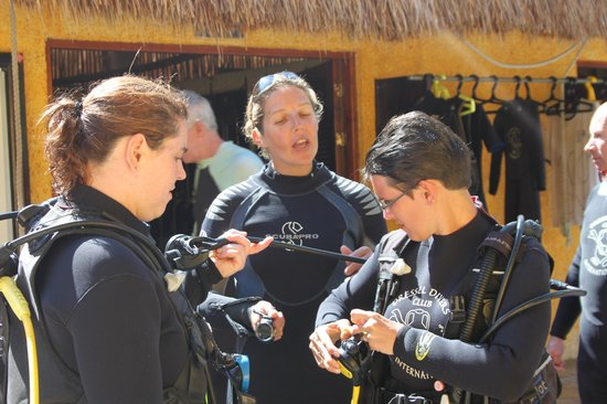 Dressel Divers: Marina give us the last advice before diving