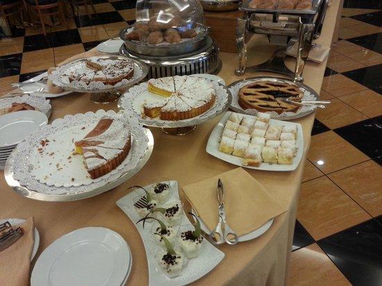 Ramada Naples: uitgebreid en gevarieerd ontbijt