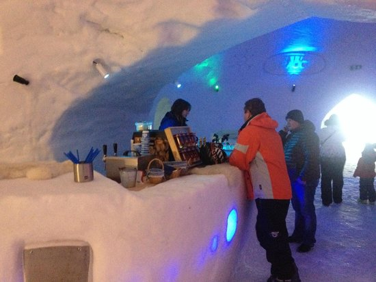 Chalet St Lukas: white lounge