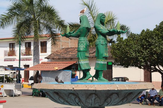 Vallarta Adventures : Native figures in small town square