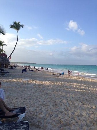 Grand Palladium Punta Cana Resort & Spa: Bavaro beach is busy but beautiful