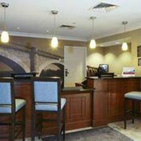 Staybridge Suites Glenview : Front Desk/Reception