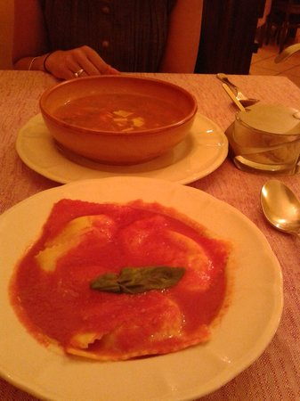Dodo Ristorante: Vegetable and pasta soup,  Spinach raviolli in tomato sauce
