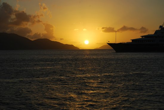 Guana Island: Sunset in the bay