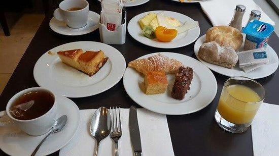 HF Fenix Urban: Excellent pain frais, flan et gâteaux