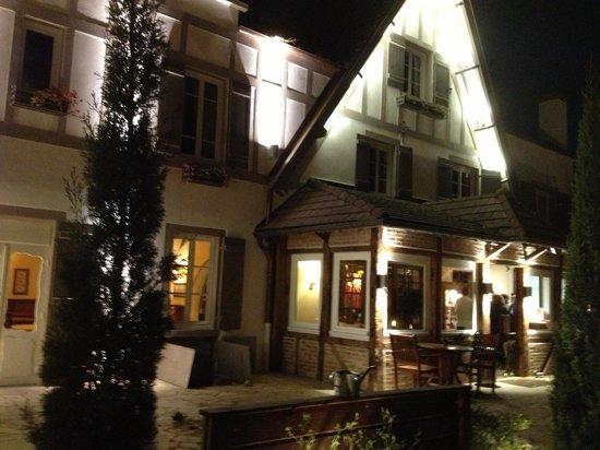 Hostellerie Bourguignonne : Façade d'entrée du restaurant
