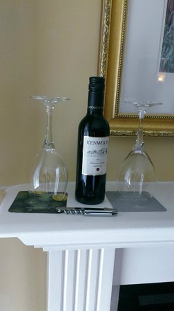 The Lodge at Sonoma Renaissance Resort & Spa: Complimentary half bottle of Sonoma Valley Merlot
