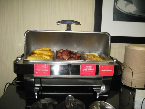 Hampton Inn and Suites Knoxville North: Really good hot breakfast