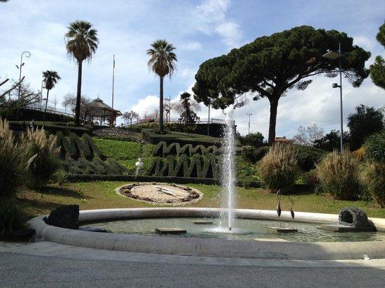 Villa Bellini : фонтан и цветочные часы