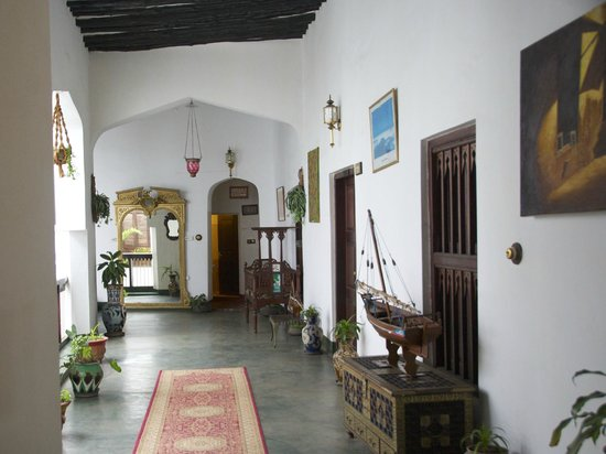 Dhow Palace Hotel: Korridor