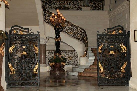 Shangri-La Hotel Paris: Hall d'entrée