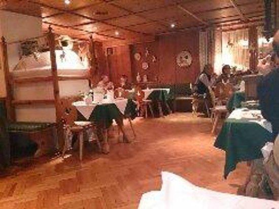 Hotel zum Hirschen : traditional Austrian restaurant