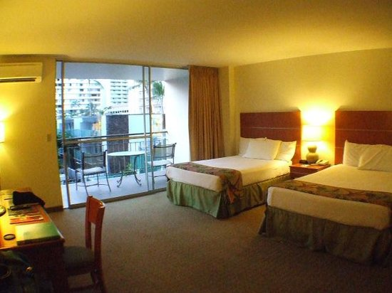 Pearl Hotel Waikiki : Our room