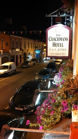 Coachmans Townhouse Hotel : View from our window on Kenmare's main street