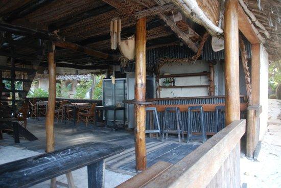 Nyota Beach Bungalows: Bar du Nyota, du moins ce qu'il en reste.