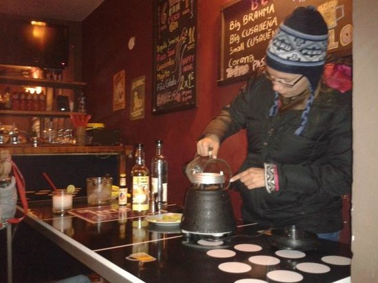 "Intro Hostels Cusco: ""be a bartender"""