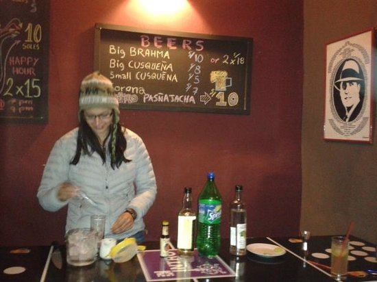 """Intro Hostels Cusco : """"be a bartender"""""""