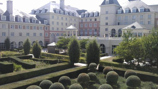 Vienna House Dream Castle Paris: Gardens