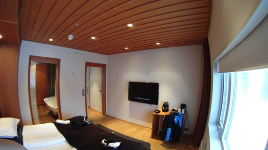 Copperhill Mountain Lodge: bedroom tv