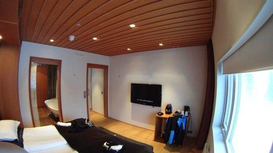 Copperhill Mountain Lodge : bedroom tv