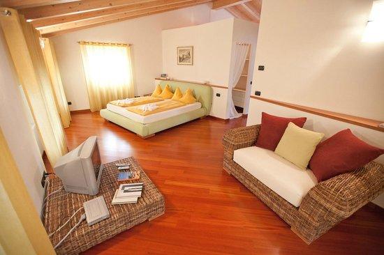 Suite 107 - Camera matrimoniale - Foto di Appartamenti LEON D'ORO ...