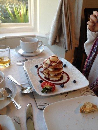 Schooner Point Bed & Breakfast: Banana stack