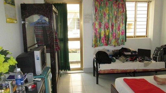 Mini Hotel Hau: Room view from door