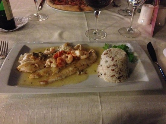 Maximilians Restaurant Pizza&Pasta-Boulevard El Faro: Fisch mit Gampas