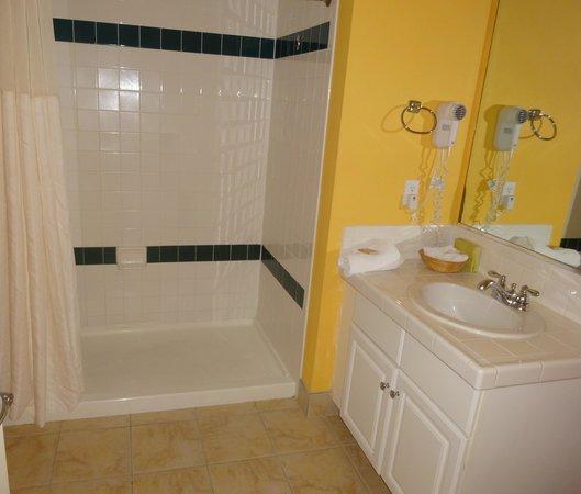 Royal Dunes Resort: 2nd bath