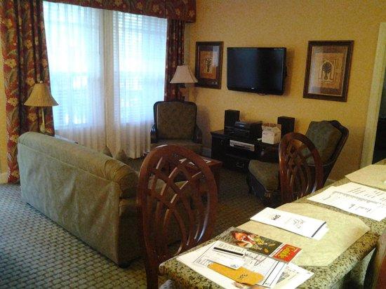 Royal Dunes Resort: living room