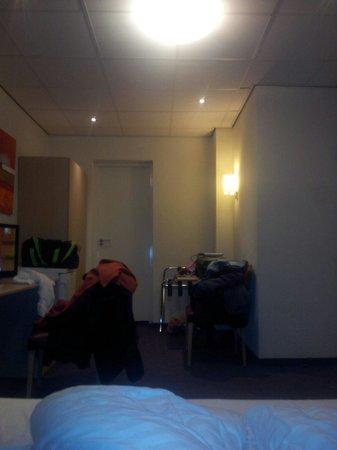 Nova Hotel Amsterdam: Interno stanza