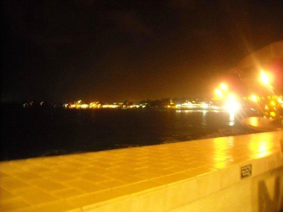 Royal Kona Resort: View from bar