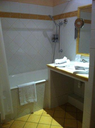 Hotel Spa Le Calendal: salle de bain
