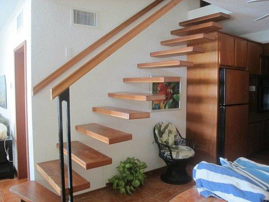 Xanadu Island Resort: Stairs to upper two bedrooms in Suite 11