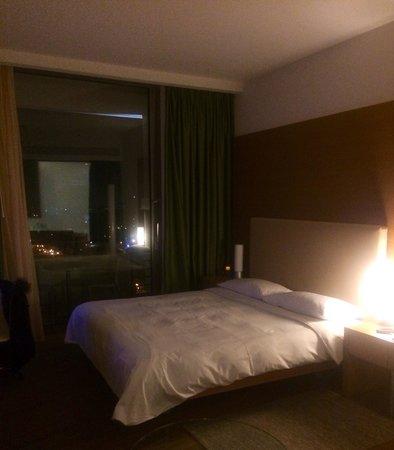Hilton Athens : Executive suite double bed, comfy & clean!