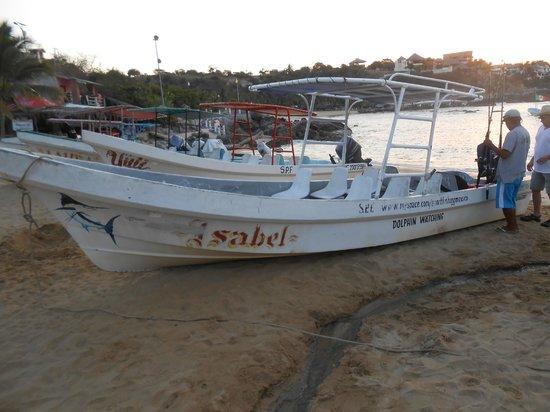Puerto Escondido Fishing : Typical fishing boat