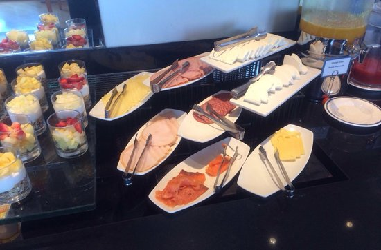 Hilton Athens: Meats & cheeses, Hot breakfast was available also!