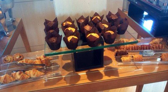 Hilton Athens: Croissants, sausage rolls & muffins... Breakfast