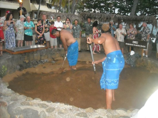 Royal Kona Resort Luau : Digging up the pig