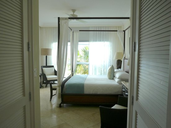 Seven Stars Resort & Spa : bedroom with double closets each side