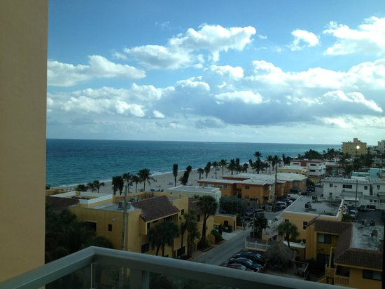 Hollywood Beach Marriott: View from our balcony on the 7th floor