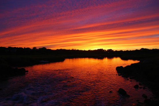 The Village Inn Cape Cod: Just a short stroll to beautiful sunsets