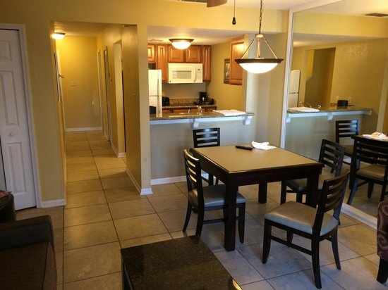 Best Western Premier Saratoga Resort Villas: kitchen dining living room