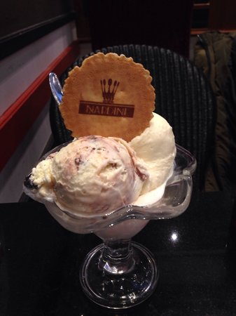 Cafe Nardini: Kinder bueno, bubblegum and coconut ice-cream.