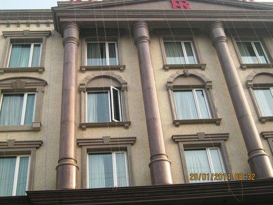 Hotel Regent Grand: Front of hotel